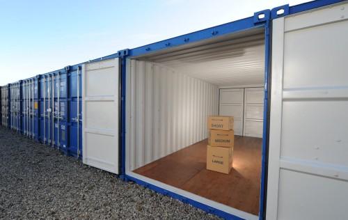 автомобилен склад от морски контейнери